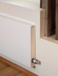 jaga strada radiator tegen de muur