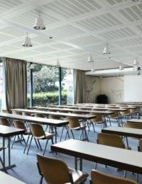 schoolgebouw met klimaatplafond