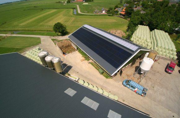 full black pv-panelen - agrarisch dak