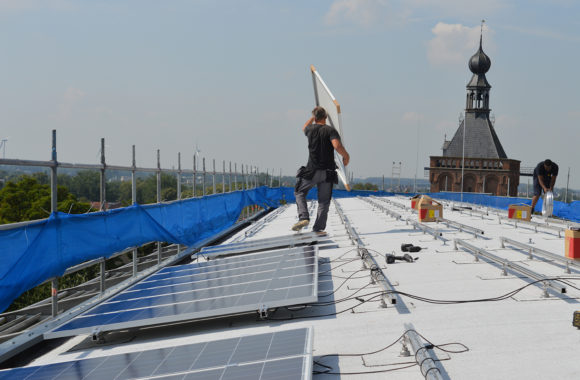 Zonnepanelen installeren op ieder type dak