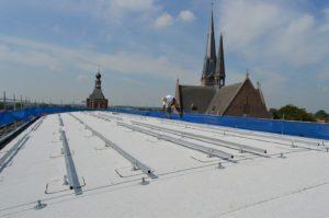 Zonnepanelen op rond, half rond, tonnen dak