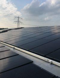 Zonnepanelen op pvc dak leggen