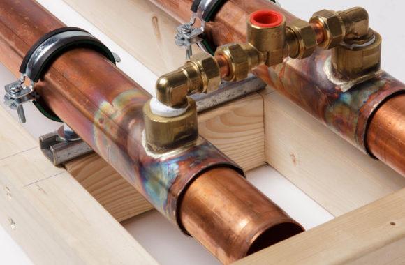 Energie besparen bij stortdouche of regendouche