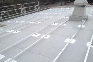 geprofileerde staalplaat dak met zonnepanelen