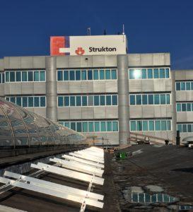 Zonnepanelen op hellend bitumen dak