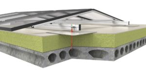 Zonnepanelen in oost-west opstelling op geisoleerd betonnen dak
