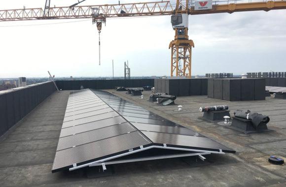zonnepanelen op kantoorgebouw