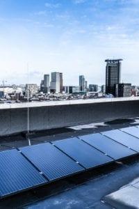zonnepanelen op appartementsgebouw flat woontoren lumiere den haag
