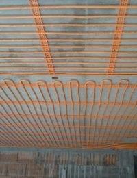 Klimaatplafond of koelplafond aan betonnen plafond