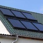 Thermic heatpipe zonnecollectoren op schuin hellend dak