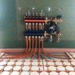 Duurzaam Hotel met droogbouw vloerverwarming variokomp variotherm en kunststof pompverdeler vloerverwarming