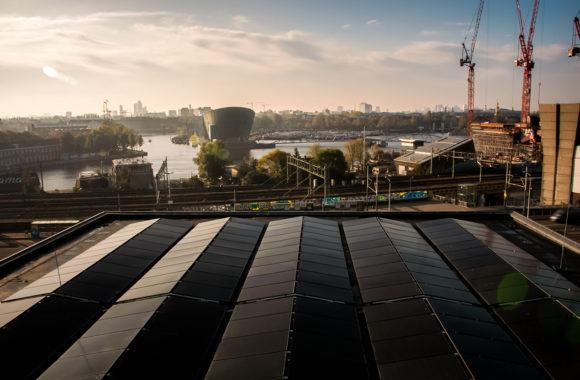 Muziekgebouw Amsterdam zonnepanelen op hoogte