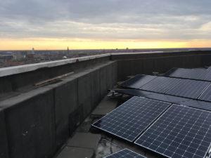 Zonnepanelen op flat Helix in Groningen - Stormvast gemonteerd met montagesysteem van Jual Solar
