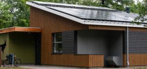 Duurzaam sanitair gebouw vlakglascollectoren