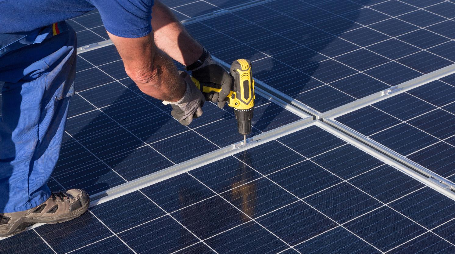 Scope 12: verzekeraars gaan inspectie zonnepanelen als harde eis stellen
